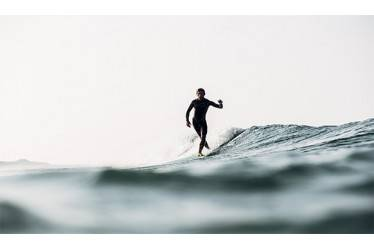 DAY TIME : SURFING WAVES